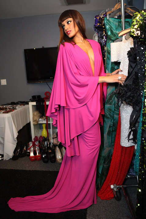 selita-ebanks-in-pink-floor-length-marc-bouwer-gown-and-sparkling-in-simon-g-ring