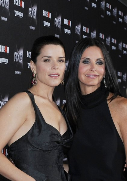 neve-campbell-and-coutney-cox