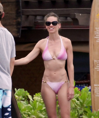 hilary swank hot. Hillary Swank is Hot in a Pink