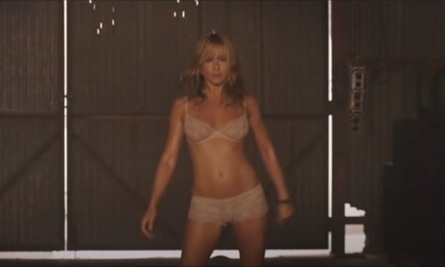 Jennifer Ansiton strips in We're the Millers